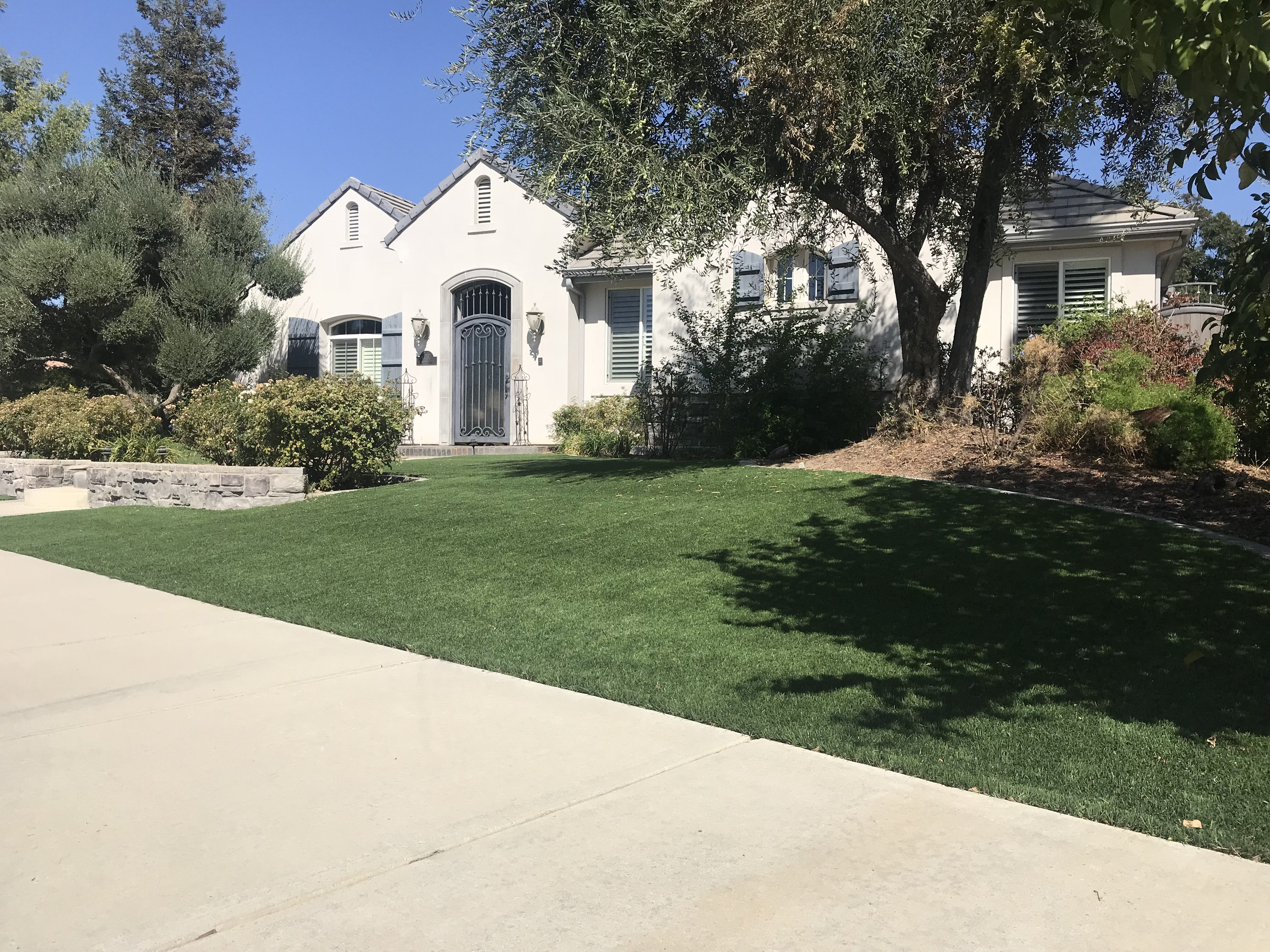 perfect front yard display of synthetic grass by courts and greens in Bakersfield