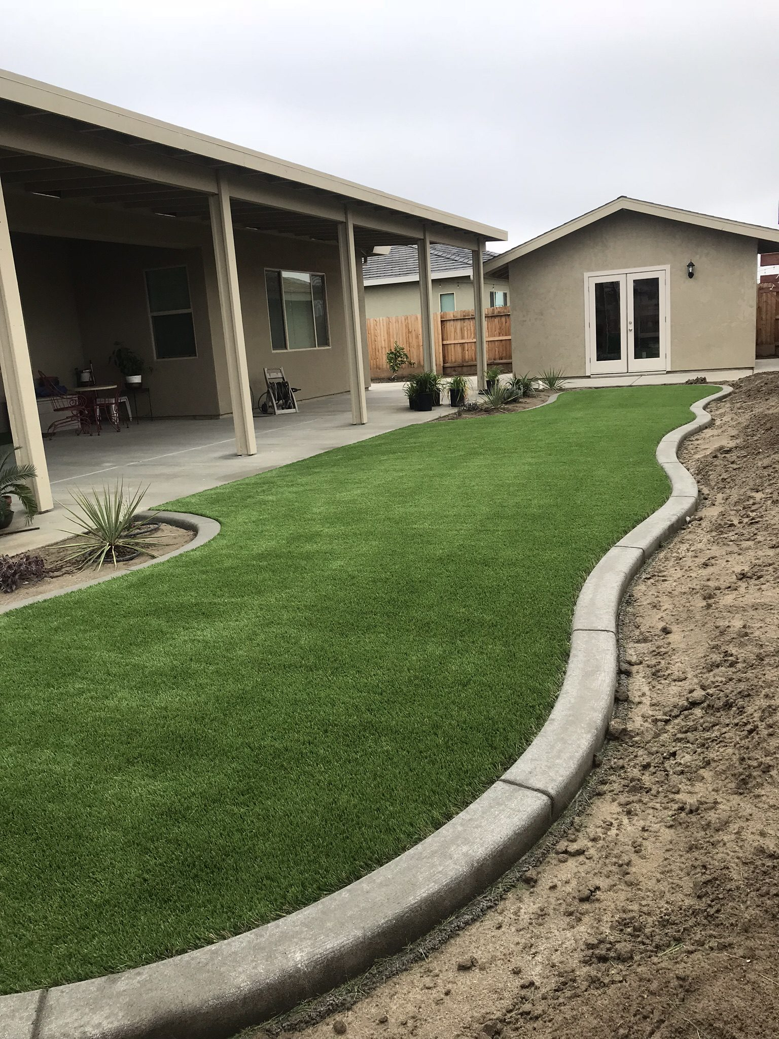 Backyard in Bakersfield with syn grass