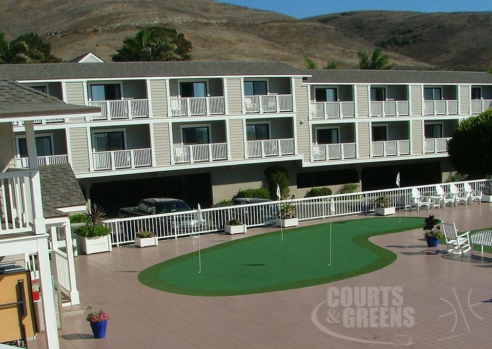 hotel fun putting green professional installation by Courts and Greens in Bakersfield