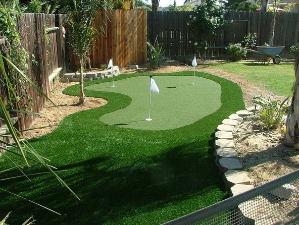Residential Backyard Syntheic Grass Putting Greens ...